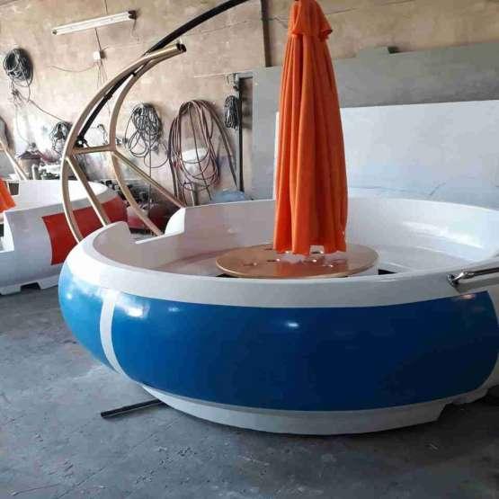 قایق تفریحی موتوری