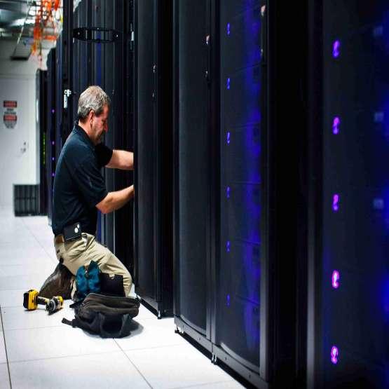 کابل کشی شبکه با بکارگیری تجهیزات با کیفیت