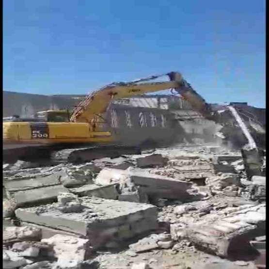 خاکبرداری و تخریب