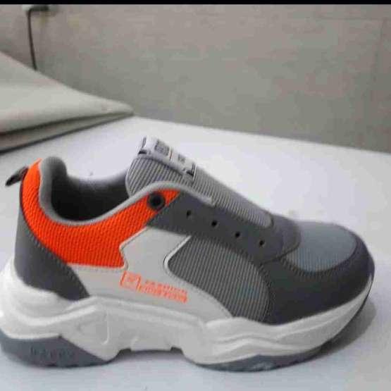 کفش بچگانه